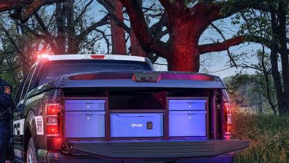 Působivý offroad Ford F-150 v policejním provedení. 7