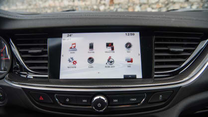 Opel Insignia Grand Sport 2.0 Turbo 4x4 interiér 9