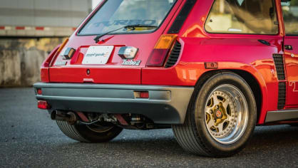 Renault 5 Turbo ve vzácné verzi Evolution. 26