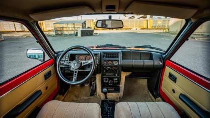 Renault 5 Turbo ve vzácné verzi Evolution. 36