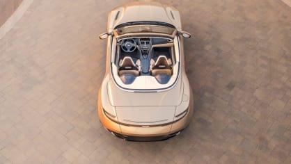Nádherný roadster Aston Martin DB11 Volante. 10