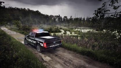 Působivý offroad Ford F-150 v policejním provedení. 6