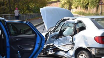 Policie ukázala drsnou honičku v Praze. Agresivní řidič na drogách zničil čtyři auta 13