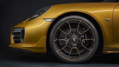 Zlaté Porsche 911 Turbo S Exclusive 8