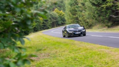 Provětrali jsme hybridní BMW i8 v edici Protonic Frozen. 8
