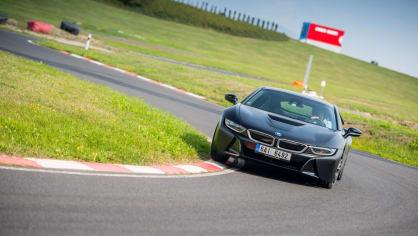 Provětrali jsme hybridní BMW i8 v edici Protonic Frozen. 15
