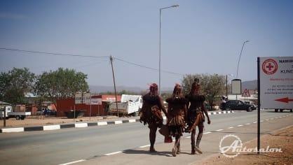 Himbové ve městě