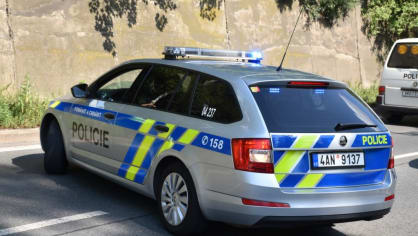Policie ukázala drsnou honičku v Praze. Agresivní řidič na drogách zničil čtyři auta 2