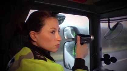 Řidiče kamionů hlídají maskované policejní tahače 5