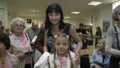 Ještě malá Anička s mámou Dagmar Patrasovou, po které zdědila herecké geny