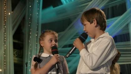 """Anička Slováčková si už jako malá zazpívala se """"šlapeťákem"""" Robertem Papouškem."""