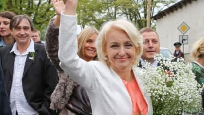 Veronika Žilková a Ondřej Pavelka (v pozadí)