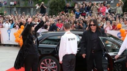 Skupina Lucie udělala při příjezdu na zahajovací ceremoniál správný rockerský rozruch