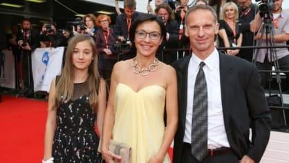 Poprvé opravdu jako oficiální pár: Libuše Šmuclerová a Dominik Hašek, doprovodila je dcera Šmuclerové Justýna