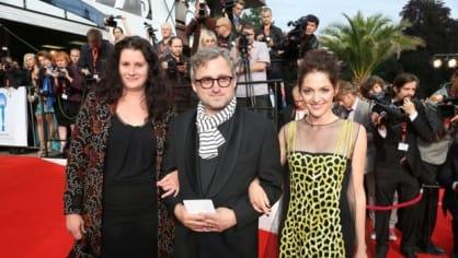 Režisér Jan Hřebejk s manželkou Lenkou (vlevo) a herečkou Klárou Issovou.