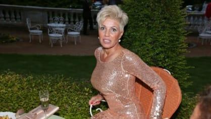 Chodící reklama na plastickou chirurgii nám na večírku v hotelu Richmond doslova vzala dech. Jméno této paní nevíme, ale trochu nám připomínala Ivanu Trumpovou. Akorát neměla po svém boku žádného kolouška