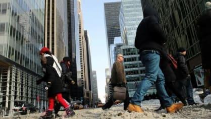 Rekordně studená zima udeřila ve Spojených státech. Takové mrazy tam lidé neviděli za posledních 20 let. Na některých místech by teploty mohly spadnout až 50 stupňů pod nulu.