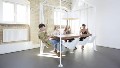 """Studio Duffy London vytváří osobitý nábytek, který v sobě slučuje funkčnost s uměním. Designéři si přitom pohrávají s gravitací, geometrii a iluzí. Vznikají tak jedinečné kousky, které jsou ručně vyrobené a hlavně """"eco-friendly""""."""
