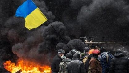 Nejnovější snímky z Kyjeva připomínají kulisy válečného filmu spíše než moderní centrum ukrajinské metropole. Situace se zdá být napjatá, odhadovat její vývoj si ale nikdo netroufá. Násilné rozehnání protestů se nicméně zdá být na spadnutí. Prezident Vikt