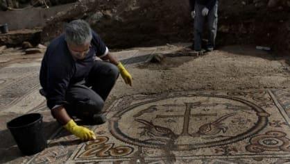 V izraelské osadě Aluma odborníci odkryli základy 1500 let starého křesťanského chrámu s unikátní mozaikou Kristova monogramu. Jde o vůbec první byzantský chrám objevený v tomto regionu.