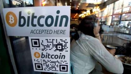 V jednom z kasín v americké herní metropoli Las Vegas už přijímají digitální peníze bitcoiny. Vybírat se dají z automatů. První takový stroj už mimochodem míří do Prahy.