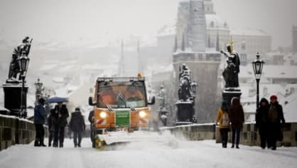 V Praze napadalo trochu sněhu. Je z toho pomalu kalamita