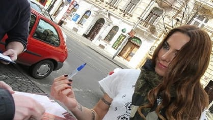 Exspajska Mel C v Praze rozdávala autogramy