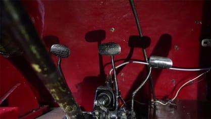 Náhodně rozházené pedály k meziplynům rozhodně nesvádějí. Spíš budete svádět souboj o kontrolu nad autem.