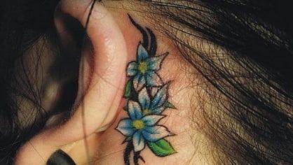 14x boží tetování na uších