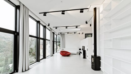 Dům tak připomíná černobílou fotografii, která je stále sexy