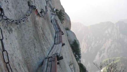 Cesta do netradiční čajovny je jako dělaná pro milovník horolezectví