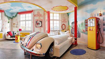 Hotel V8 ve Stuttgartu nenechá žádného milovníka aut v klidu