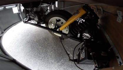 K zatáčení slouží zadní kolo. To se ale natáčí i s a částí pohonného ústrojí, což znamená další nevyzpytatelné přesuny hmotnosti.