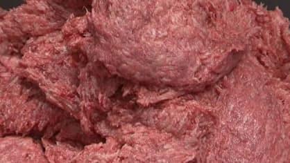 Hmota, připomínající  kuřecí maso do nugetek se vyrábí z nestravitelných zbytků kuřete -  kosti a kůže. Růžová kaše, která vznikne rozmixováním zbytků, se namočí do čpavku, aby se zbavila bakterií, smíchá se s barvivy, dochutí a osmaží v oleji