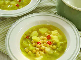Fotografie k receptu Pórková polévka s quinoou a cizrnou