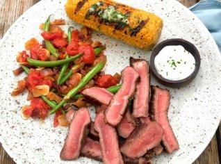 Fotografie k receptu Hovězí steak s dipem z pečeného česneku