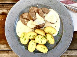 Fotografie k receptu Křenová omáčka s hovězí loupanou plecí a bramborem