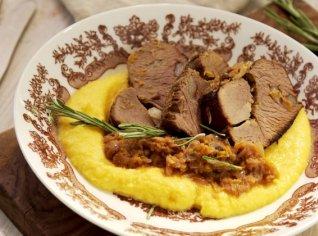 Fotografie k receptu Jelení kýta s pyré z kořenové zeleniny
