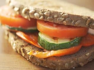 Fotografie k receptu Sendvič z tmavého a světlého chleba