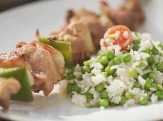Fotografie k receptu Krůtí špíz se salátem z hrášku a rýže