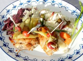 Fotografie k receptu Vařené koleno se salátem z kysaného zelí