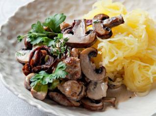Fotografie k receptu Špagetová dýně s omáčkou z hnědých žampionů