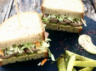 Fotografie k receptu Chleba s pečeným vepřovým a křenovým zelím