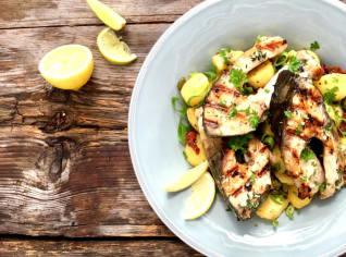 Fotografie k receptu Kapří podkovy s lehkým bramborovým salátem