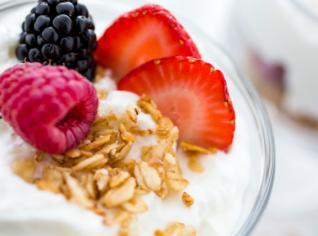 Fotografie k receptu Lehký jogurt s ovocem