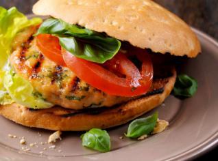 Fotografie k receptu Hamburger z lososa s bazalkovou majonézou
