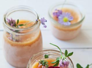 Fotografie k receptu Mražená broskvovo-karamelová pěna