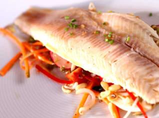 Fotografie k receptu Salát s uzeným pstruhem