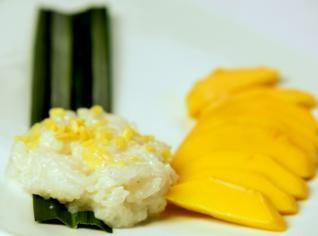 Fotografie k receptu Sticky Rice with Mangoes Kao niaw ma muang - Lepivá rýže s kokosovým mlékem a mangem