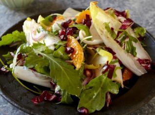 Fotografie k receptu Salát z čekanky a jižního ovoce